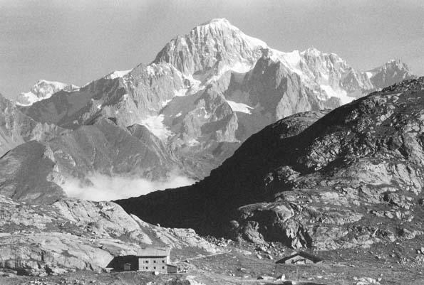 rifugio-e-monte-bianco-BN